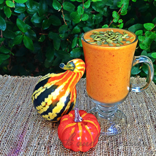 Vegan Pumpkin Pie Smoothie that's Sugar-Free! www.LipstickandBerries.com