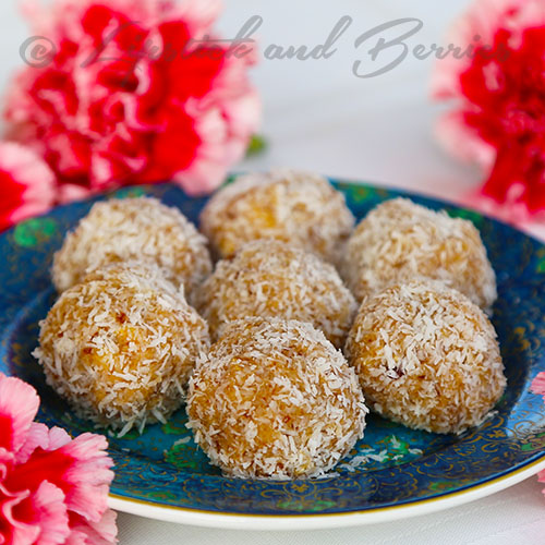 Peppermint Snowballs!! Raw Vegan, Sugar Free, Oil Free, Gluten Free! They are perfect for the holidays.  www.LipstickandBerries.com