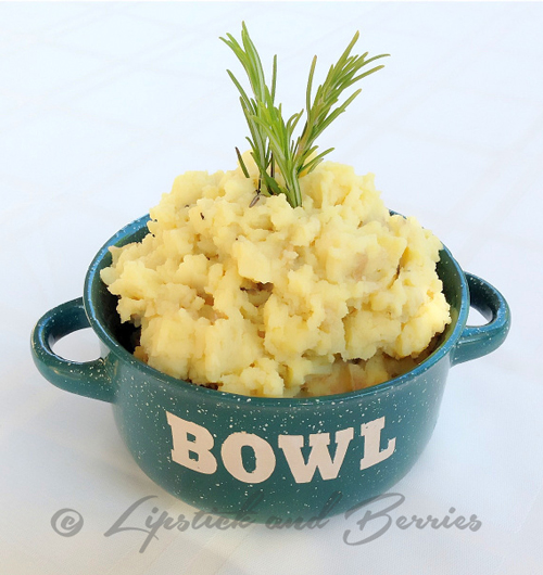 Vegan Mashed Cheezy Rosemary Potatoes. Salt, Oil, and Sugar Free! Great gluten-free side dish.  www.LipstickandBerries.com