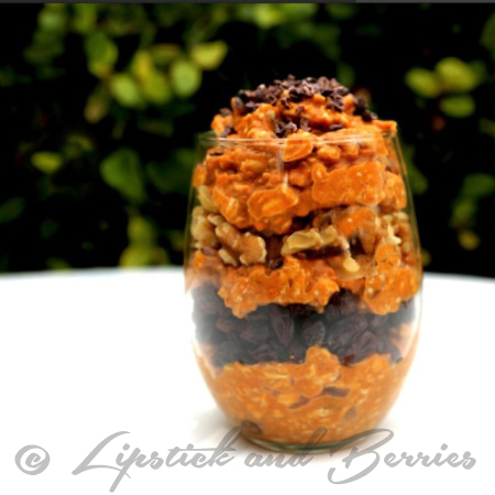 Vegan, Sugar Free Pumpkin Overnight Oats! www.LipstickandBerries.com